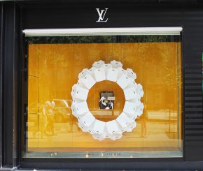 Paper clothes – Louis Vuitton window display